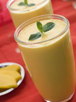La cultura antigua de la India (al igual que en la actualidad), ayudan a la salud intestinal bebiendo un yogurt crudo llamado lassi, el cual está lleno de probióticos.